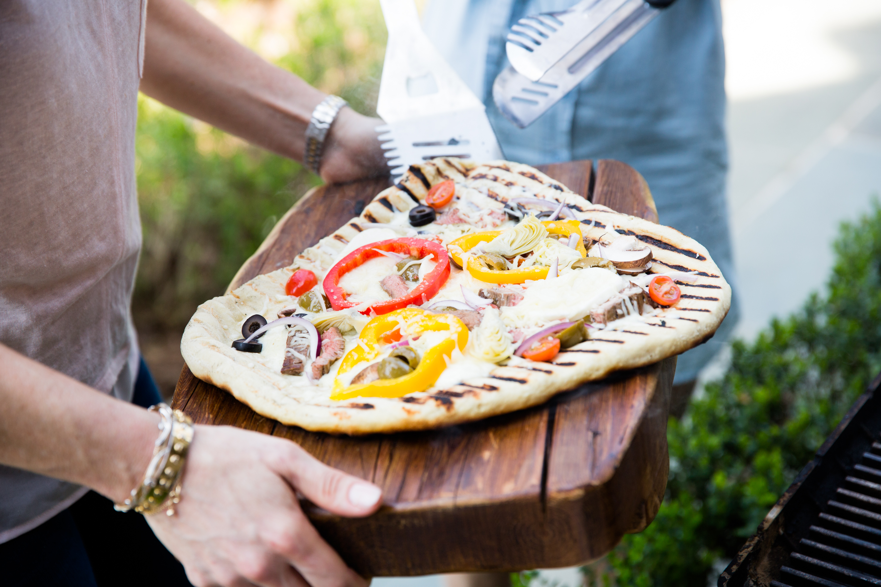 Grilled Greek Pizza with Steak and The Style Gathering – Luv Cooks ...