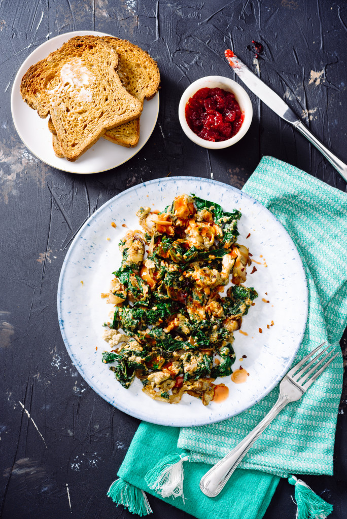 Kale-Caramelized-Onion-Egg-Scramble-005