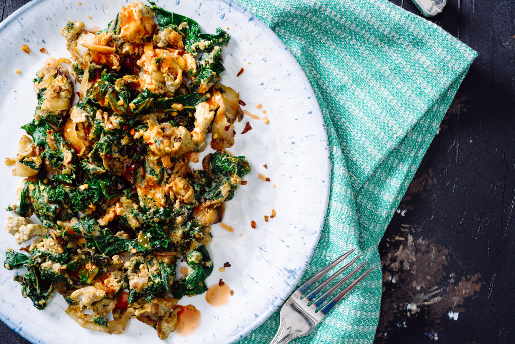 Kale-Caramelized-Onion-Egg-Scramble-007